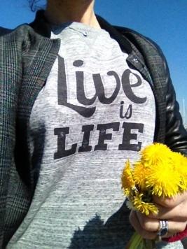 détail sweatshirt live is life deux amours