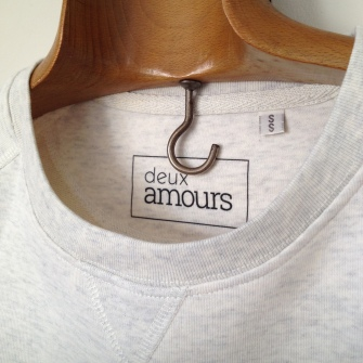 détail sweat-shirt héros
